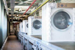 Covid-19 betrifft auch die Hersteller: Die BSH Hausgeräte setzt jetzt wegen der verminderten Nachfrage für drei Wochen die Produktion aus.