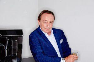 """Michael Frank, Geschäftsführer von De´Longhi/ Kenwood Österreich, ist """"mit Stolz erfüllt, für ein Unternehmen tätig zu sein, das gesellschaftliche Verantwortung zeigt"""", wie er sagt. (Bild: De´Longhi/ Kenwood)"""