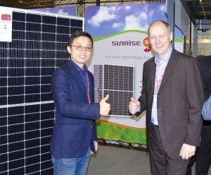 Erstmals und exklusiv präsentierte Suntastic.Solar die Module von Sunrise Energy aus topmoderner Fertigung.
