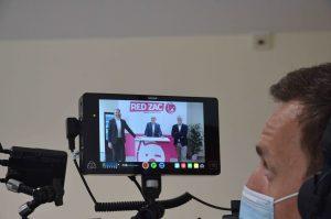 """Red Zac Vorstand Peter Osel, CMO Brendan Lenane sowie Einkaufsleiter Harald Schiefer bei den Dreharbeiten zur """"Virtuellen Red Zac Messe""""."""