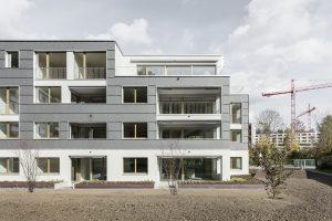 """Gewinner des """"Innovationsaward für Bauwerkintegrierte Photovoltaik"""": Mehrfamilienhaus mit Energiezukunft."""
