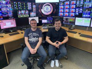 """Schichtwechsel im ORF-Zentrum: Arnold Maringer (li.) und Kamil Potyrala in ihrer temporären """"Arbeitswohnung"""" am Küniglberg."""