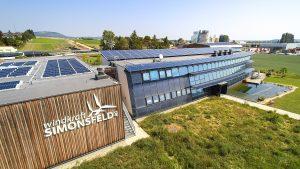 "Gewinner des ""Innovationsaward für Bauwerkintegrierte Photovoltaik"": Betriebsgebäude Windkraft Simonsfeld AG."
