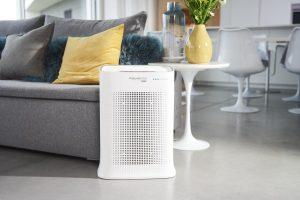 """Rowenta stellt den Pure Air Genius vor, einen neuen Luftreiniger, der """"99,99% der Allergene und Feinstaub durch ein leistungsstarkes Filtersystem filtert und sogar selbstständig und ferngesteuert zu jeder Tages- und Nachtzeit reinigt"""", wie der Hersteller sagt."""