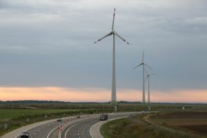 Österreichs Energiewirtschaft will mit Investitionen in Erneuerbare Energie aus der Corona-Wirtschaftskrise kommen und fordert dazu Unterstützung vom Staat wie