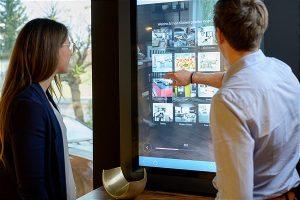 """Das Virtual Shelf """"eVA 5.0"""" unterstützt als Inspirationsquelle die persönliche Beratung im Schauraum der Einrichtungsberater bzw. Service&More-Mitglieder. (Bild: Service&More)"""