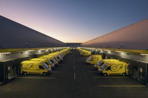 Bei der Post stehen steigende Umsätze im Paket-Geschäft einem deutlichen Rückgang bei den Werbesendungen gegenüber.