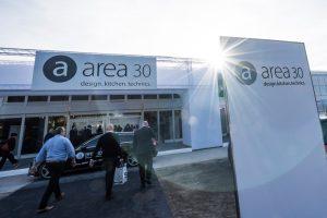 """Der deutsche Küchenhotspot, die area30, wird heuer zur 'Hybridmesse'. Mit einem flexiblen Temporärhallensystem und hybriden Digitalformaten soll sie die optimale Grundlage """"zur verantwortungsvollen Kommunikation von Ausstellerneuheiten 2020"""" bieten, wie Veranstalter Trendfairs sagt. (Bilder: Trendfairs)"""