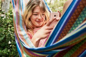 Für alle unter 27 Jahren bietet Magenta Telekom nun die Smartphone-Tarife Mobile Youth M oder Mobile Youth L mit viel Datenvolumen, einer günstigen Grundgebühr sowie 100 Euro Smartphone-Bonus.
