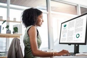 Der neue Business-Monitor BenQ BL2483TM punktet mit hohem ergonomischem Komfort – er fördert eine gesunde Sitzhaltung und schont die Augen des Betrachters.