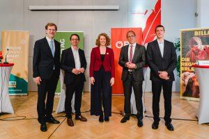 Stellvertretend für die über 200 unterstützenden Unternehmen des Klimavolksbegehrens erläuterten Vertreter von BILLA, ÖBB, oekostrom AG und VBV bei einer gemeinsamen Pressekonferenz mit Sprecherin Katharina Rogenhofer die zentralen Forderungen der Initiative.