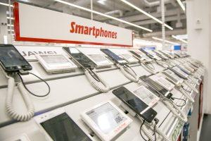 Laut Marktforscher Canalys ist der weltweite Absatz von Smartphones im Q2/2020 weiter eingebrochen.