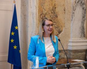Bundesministerin Margarete Schramböck hat eine Aufstockung des Lehrlingsbonus angekündigt.