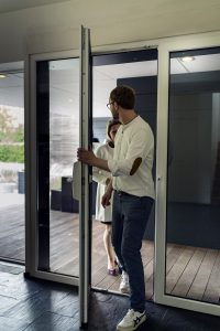 """Der ABUS Fenstergriff macht aus der Terrassentür eine """"echte"""" Eingangstür."""