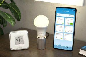 AVM erweitert sein Smart Home-Portfolio um die LED-Lampe FRITZ!DECT 500, den Vierfach-Taster FRITZ!DECT 440 sowie eine Smart Home-App.
