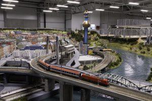 """Das Modell der Müllverbrennungsanlage Spittelau kann im """"Königreich der Eisenbahnen"""" im Wiener Prater täglich von 9 bis 21 Uhr bewundert werden."""