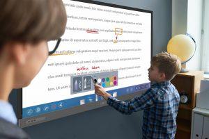 Die neue Premiumlinie BenQ RP02 sorgt für eine gesunde und sichere Lernumgebung im Klassenzimmer.