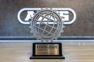 """ABUS erhält den """"EISEN 2020"""" für den Terrassentürantrieb HomeTec Pro. Die Auszeichnung wurde durch die Koelnmesse in Kooperation mit dem Zentralverband Hartwarenhandel e.V. verliehen."""