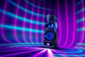 Das Audiosystem MHC-V83D sorgt mit omnidirectionalen Klang und Lichteffekten für Club-Atmosphäre.