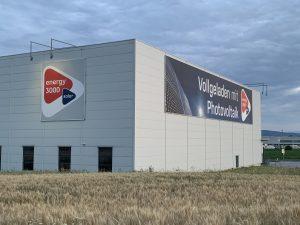 Der Lager-Standort von Energy3000 solar im neuen Design ist sogar von der Autobahn aus sichtbar und punktet nun mit noch mehr Power für die Fachpartner.