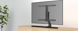 Der neue schlanke TV-Ständer von Hama ersetzt das oft klobige Original und passt auch auf schmale Möbel.