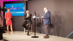 """Helmut Binder bekam von Peter Osel einen """"Ehren Zac"""" für seine wertvollen Dienste für die Kooperation in den letzten Jahren verliehen."""