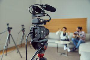 Mit der LUMIX BGH1 bringt Panasonic seine erste kompakte spiegellose Box-Style-Kamera im Micro FourThirds-System, die flexible Einsatzmöglichkeiten für professionelle Aufnahmen und Übertragungen bietet.