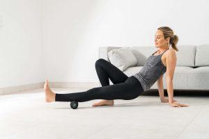 Die neue Beurer Massagerolle MG 35 Deep Roll unterstützt die die tiefenwirksame Regeneration von verspannten Muskelpartien durch gezielte Triggerpunktmassage.