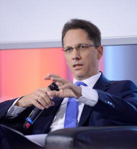 Maximilian Scherr, Associate Director Arthur D. Little Austria, bei der Präsentation des Österreichischen Infrastrukturreports 2021.