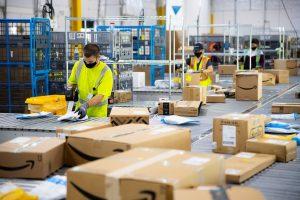 Amazon möchte für seine Mitarbeiter eine bevorzugte Behandlung bei Coronavirus-Impfungen.