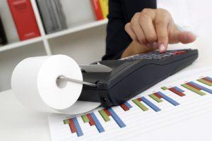 Österreich verschenkt jährlich bis zu 680 Millionen Steuer-Euro an ausländischen Online-Versandhandel, wie Initiative Wirtschaftsstandort OÖ (IWS) errechnet hat. (Bild: Tim Reckmann/ pixelio.de)