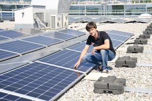 In der Technik-Abteilung befasst sich Bereichsleiter Heinz Schuld mit dem EPC-Geschäft, dh schlüsselfertige PV-Großanlagen über 1 MWp.