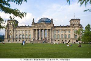 Im Bundestag wurde nun eine Verschärfung des deutschen Wettbewerbsrechts beschlossen. Dieses ermöglicht dem Kartellamt präventiv gegen große Internetkonzerne tätig zu werden.