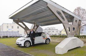 Am Firmensitz von Suntastic.Solar kann das innovative Drexler Solar-Carport in natura begutachtet werden.