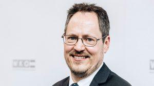"""Rainer Trefelik, Sprecher der WKÖ Bundessparte Handel, sagt: """"Wir können und wollen aufsperren – und dies sollte rasch passieren, denn viele Handelsunternehmer stehen bereits mit dem Rücken zur Wand."""" (Bild: WKÖ, Studeny)"""