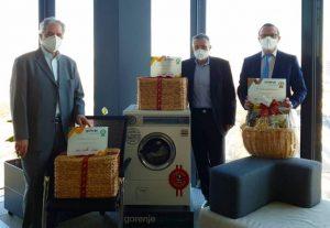 Justo Aparicio Diaz, Wolfgang Bula und Srdjan Pavlovic sind gemeinsam 100 Jahre bei Gorenje. Dieses Jubiläum wurde im sehr kleinen Kreis gefeiert. (Bild: Gorenje)
