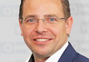 Bundesinnungsmeister Andreas Wirth fordert eine sofortige Korrektur der neuen Regelungen, da diese nicht mit dem Arbeitsalltag auf Baustellen vereinbar seien.
