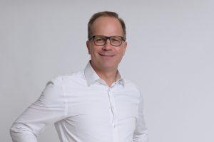 """""""Das 'Tür-auf-Tür-zu-Spiel' wird nicht mehr lange funktionieren. Besser wäre es einen Lockdown so lange wie nötig, aber so kurz wie möglich zu halten – und vor allem strikt durchzusetzen und europäisch koordiniert durchzuführen. Denn 'Nach dem Lockdown ist vor dem Lockdown' wird auch der erfolgreichste Händler nicht noch unzählige weitere Male überstehen!"""", sagt Christian Wimmer, Geschäftsführer von Service&More. (Foto: Service&More Felix Büchele)"""