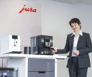 Präsentiert wurden die Neuigkeiten bei der JURA Coffee Academy Tour digital 2021 von Schulungsleiterin Maria Heidegger.