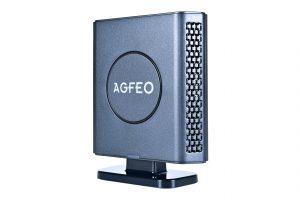 Der neue DECT IP Repaeter pro von AGFEO bietet u.a. kompaktes Design und die Möglichkeit zur Standfuß-Montage.