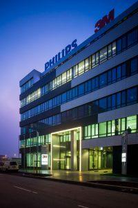 Philips war einst der größte Elektronikkonzern der Welt. Dann folgte die scheibchenweise Demontage. Zuerst TV, dann Audio und jetzt die Haushaltskleingeräte ... (Im Bild die Österreich Zentrale in Wien. Foto: Philips)