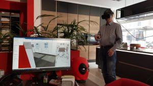 """E&W-Redakteur Wolfgang Schalko taucht im Küche&Co Studio von Horst Trethan und Christian Bitzan in Wien-Josefstadt virtuell in die Welt der Küchen und Badezimmer ein. Mit dem VR-Konzept des Franchiseanbieters Küche&Co kann man kleine Studios zu """"großen"""" machen."""