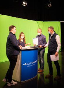 Für die Online-Schulungen hat Wertgarantie eine Vielzahl neuer Schulungsvideos produziert. Hier VL Thilo Dröge (r.) beim Dreh.
