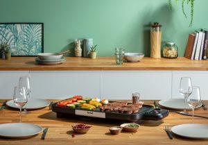 Outdoor-Kochen ist ein Megatrend. Eine Geling-Garantie gibt Tefal mit dem elektrischen Tischgrill BBQ Booster.