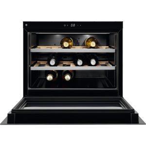 Der kompakte Weinkühlschrank von AEG aus der Matt Black Range