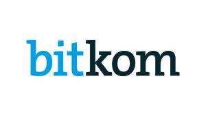 Datenbrille statt Handy? Wie Bitkom erhoben hat, rechnen die Deutschen bis 2030 mit zunehmender Konkurrenz für Smartphones.
