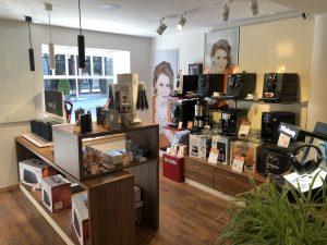 Innenansicht des neuen Geschäfts: Expert Mühlthaler ist Nahversorger für Unterhaltungselektronik, Haushaltsgeräte und Kaffeemaschinen.