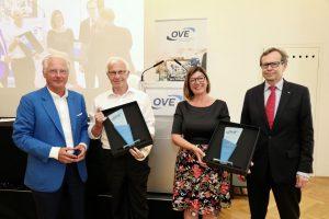 OVE-Präsident Kari Kapsch, die Preisträger Helmut Malleck und Jutta Ritsch, OVE-Generalsekretär Peter Reichel (v.l.n.r.).