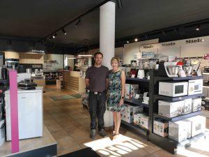 Siegfried Ronacher hat das Elektrogeschäft übernommen, in dem er als Lehrling begann. Nun führt er es gemeinsam mit seiner Frau Julia. (Foto: Ronacher Elektrotechnik)