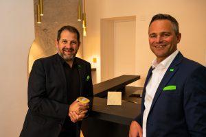 Mitbegründer Thomas Moser und CEO Rüdiger Keinberger bei der Eröffnung des Wiener Standortes.